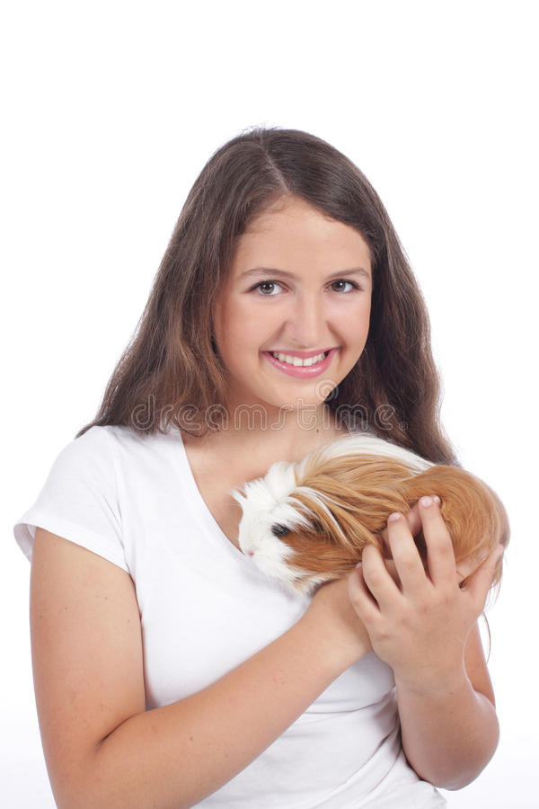 Adolescente con el conejillo de Indias foto de archivo