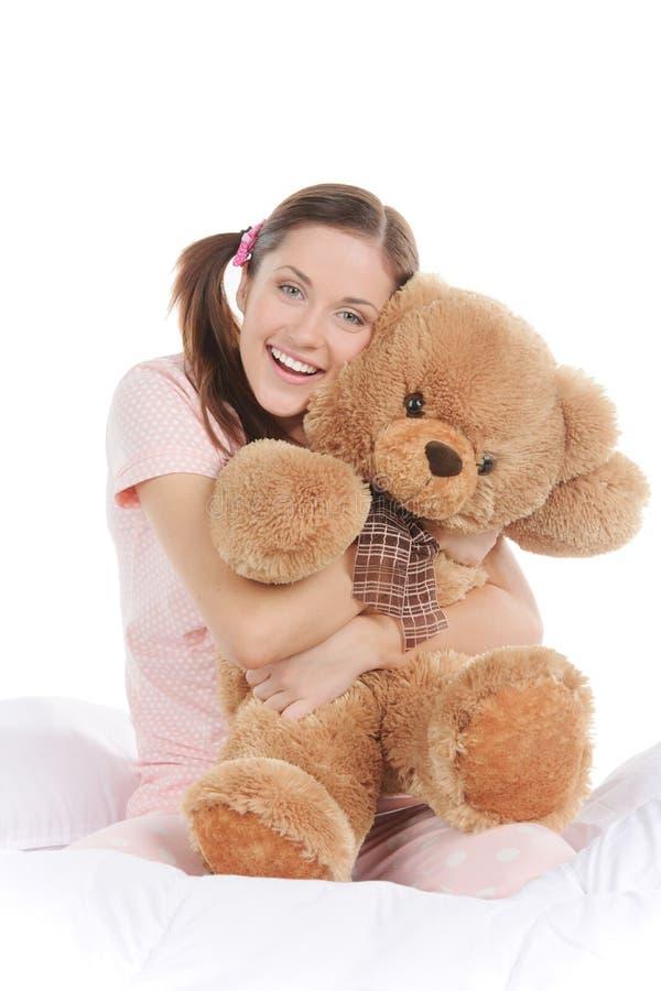 Adolescente con el oso de peluche. fotos de archivo