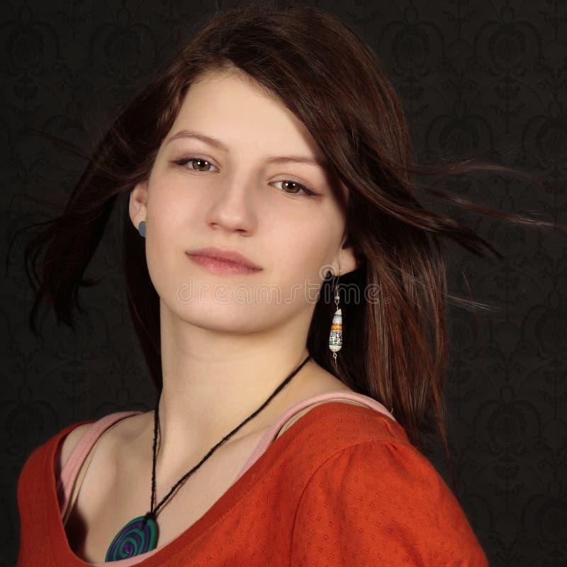 Adolescente con la pista roja imagen de archivo libre de regalías