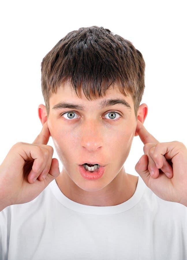 Adolescente con los oídos cerrados imágenes de archivo libres de regalías