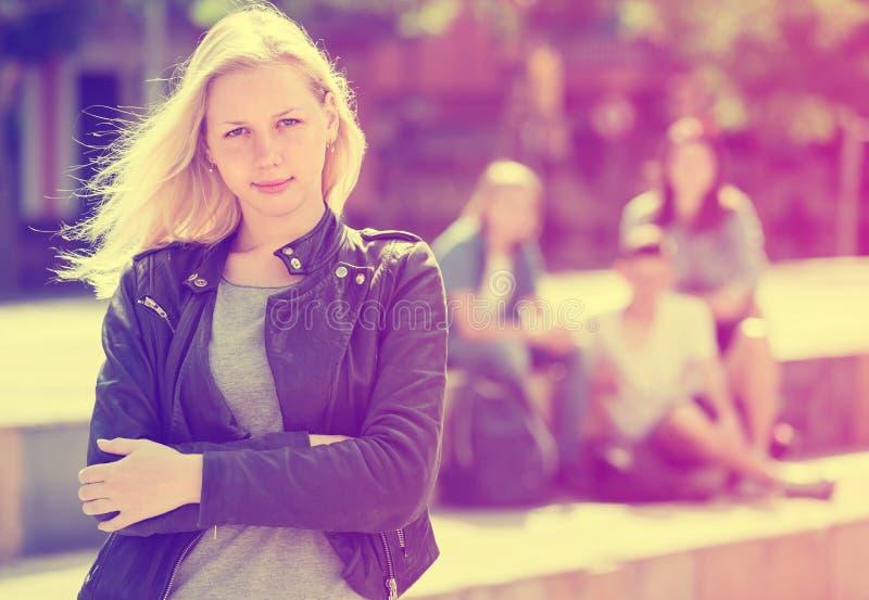 Adolescente d'Outcasted dehors photos libres de droits