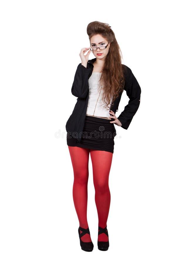 Adolescente dans des vêtements noirs et rouges image libre de droits