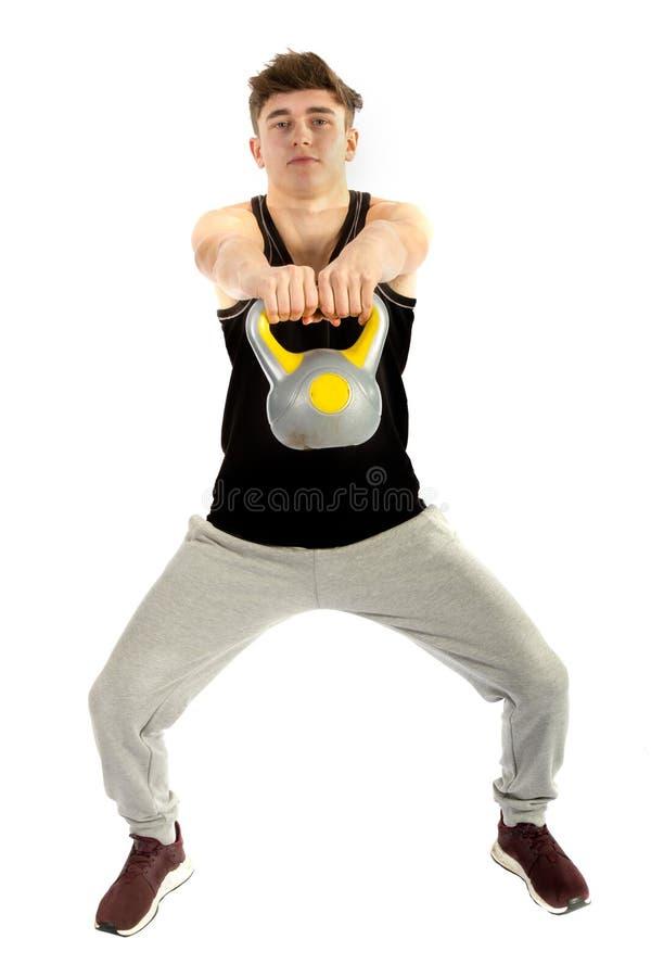 Adolescente das pessoas de 18 anos que exercita com pesos imagens de stock