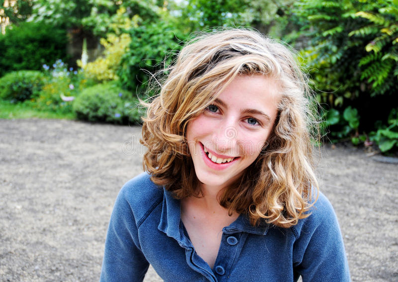 Adolescente de sorriso foto de stock royalty free
