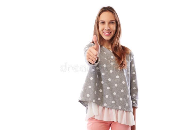 Adolescente de sorriso feliz que dá o polegar isolado acima no CCB branco fotografia de stock