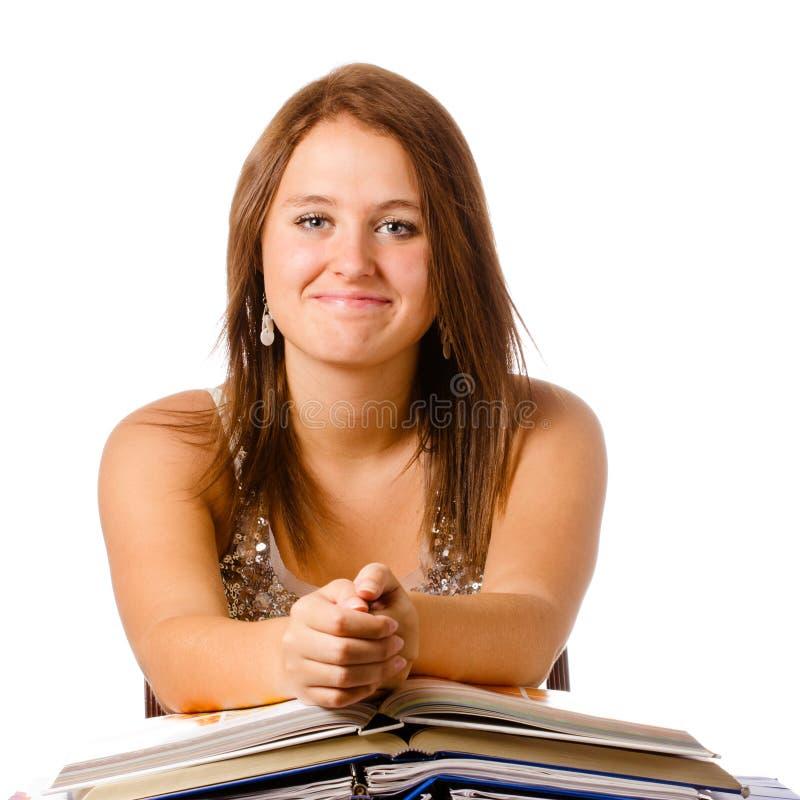 Adolescente de sourire heureuse étudiant avec des livres photographie stock libre de droits
