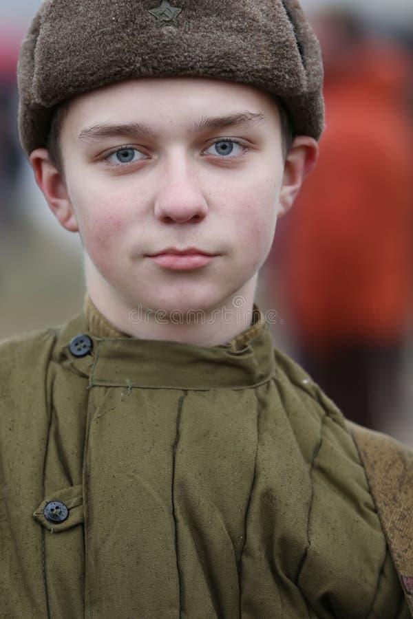 Adolescente della seconda guerra mondiale Soldato del ragazzo Il figlio del reggimento immagine stock