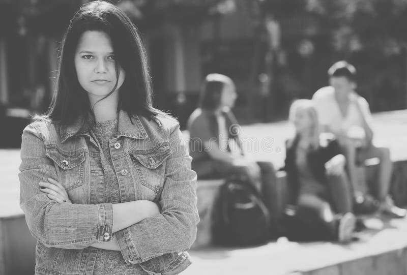 Adolescente di Outcasted all'aperto fotografia stock libera da diritti