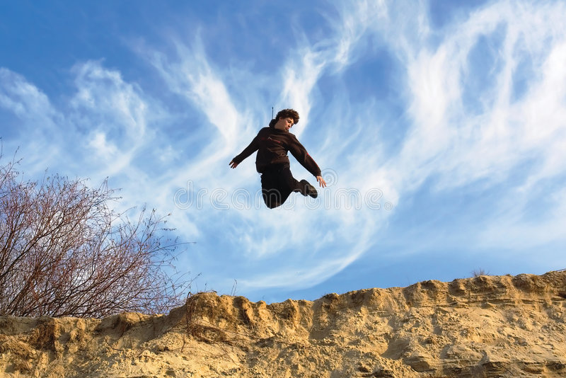 Adolescente di volo all'indicatore luminoso del sole immagini stock libere da diritti