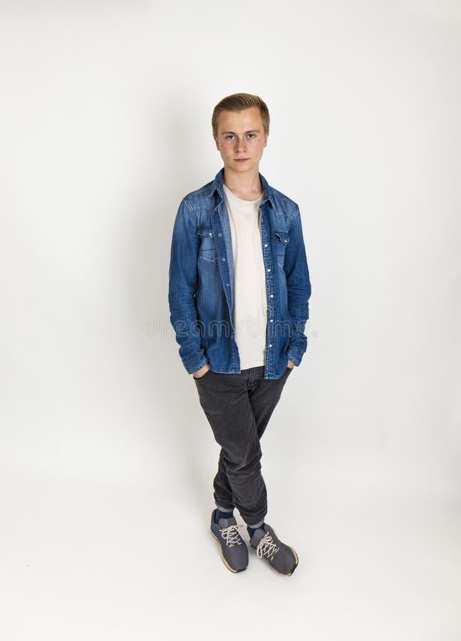 Adolescente diritto di lunghezza del ful isolato su bianco fotografie stock