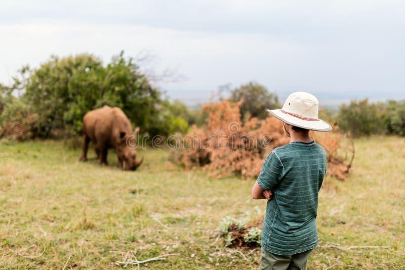 Adolescente en safari imagen de archivo libre de regalías