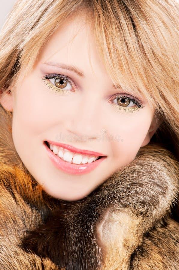 Adolescente encantador en piel fotos de archivo libres de regalías