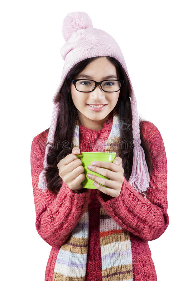 Adolescente enthousiaste dans des vêtements d'hiver images libres de droits