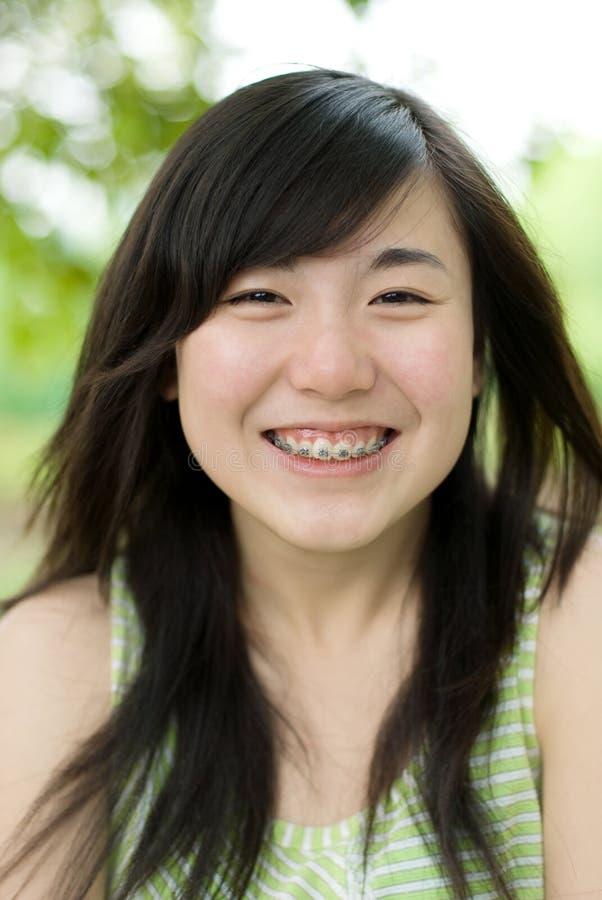 Adolescente feliz com cintas foto de stock royalty free