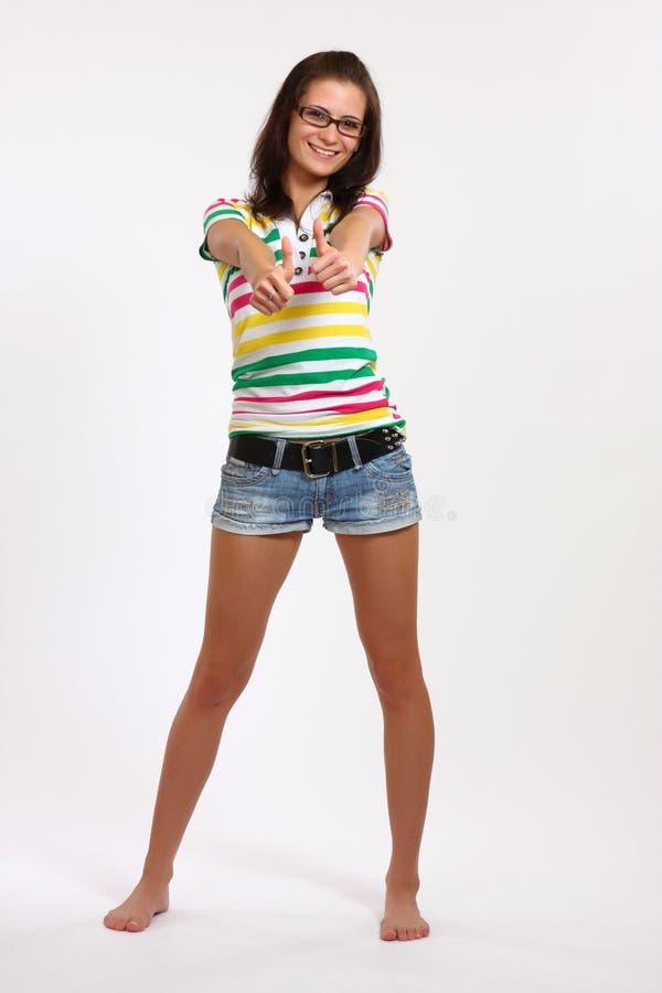 Adolescente feliz com polegares acima imagens de stock