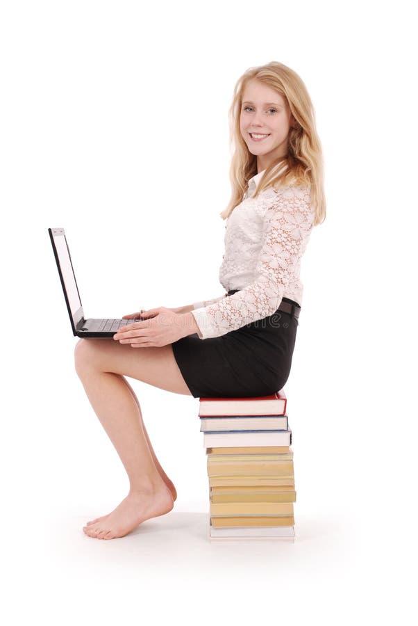 Adolescente feliz do estudante com portátil fotos de stock royalty free