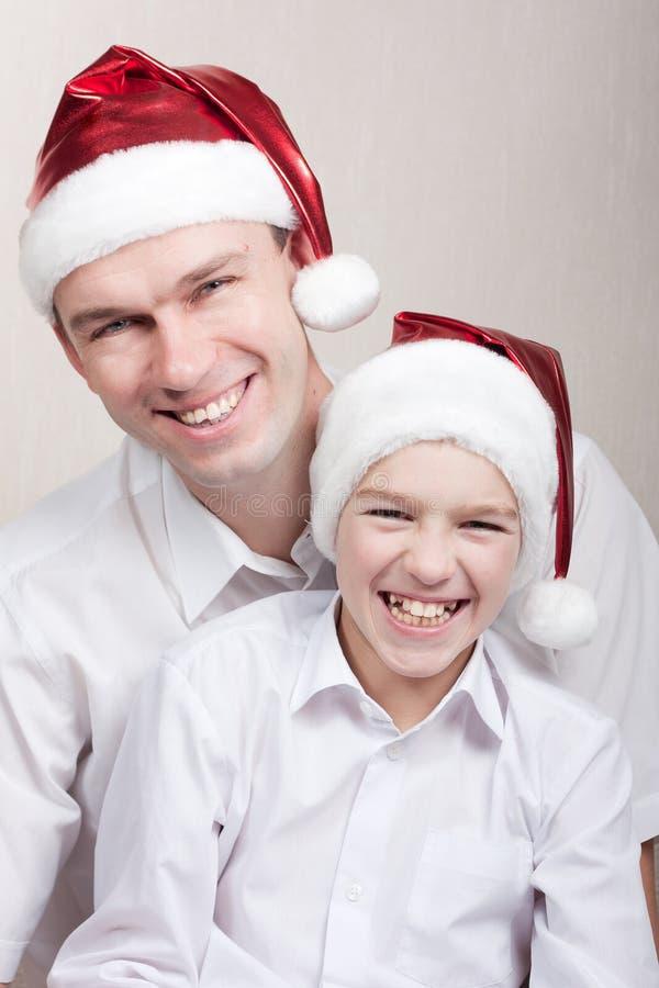 Download Adolescente Feliz E Homem No Chapéu De Santa Imagem de Stock - Imagem de contente, face: 16869279