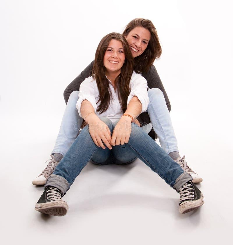Adolescente feliz e sua mãe foto de stock royalty free