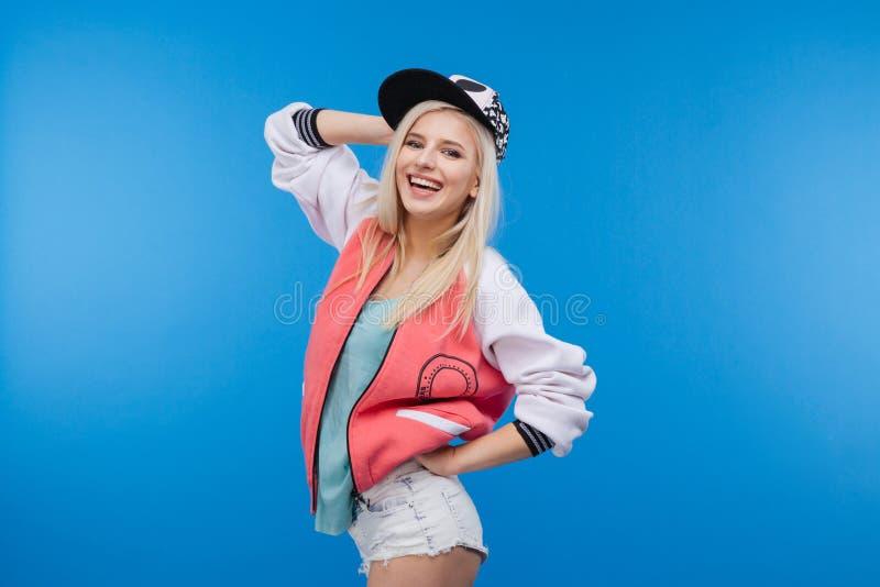 Adolescente femenino feliz elegante fotografía de archivo