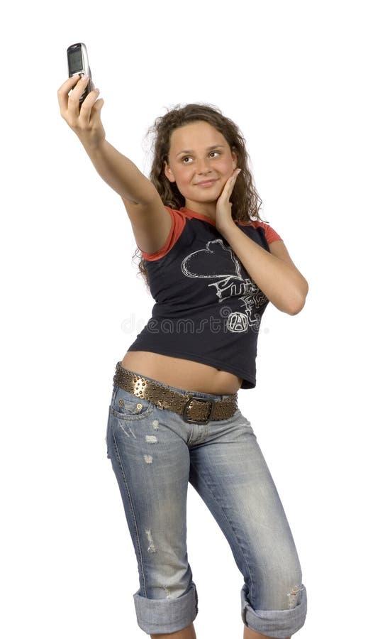 Adolescente femenino que hace el cuadro por la cámara de los teléfonos fotografía de archivo