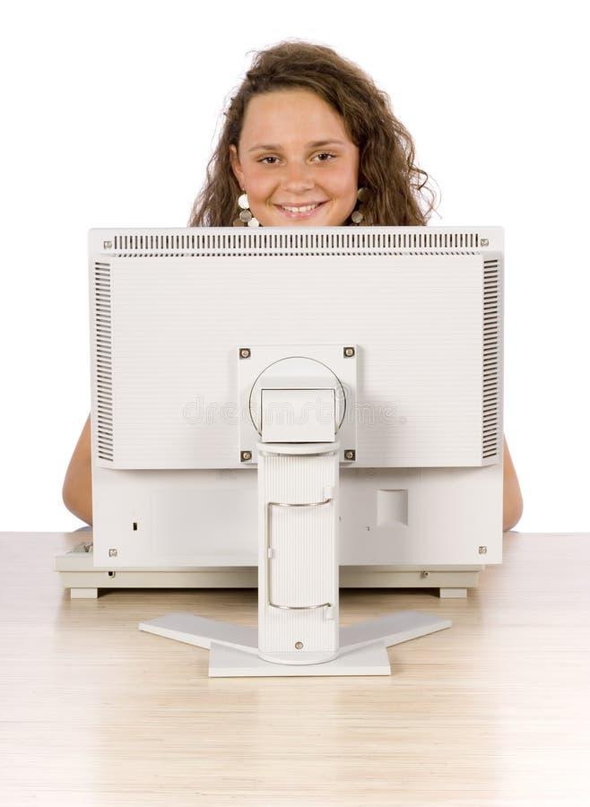 Adolescente femminile al computer immagine stock libera da diritti