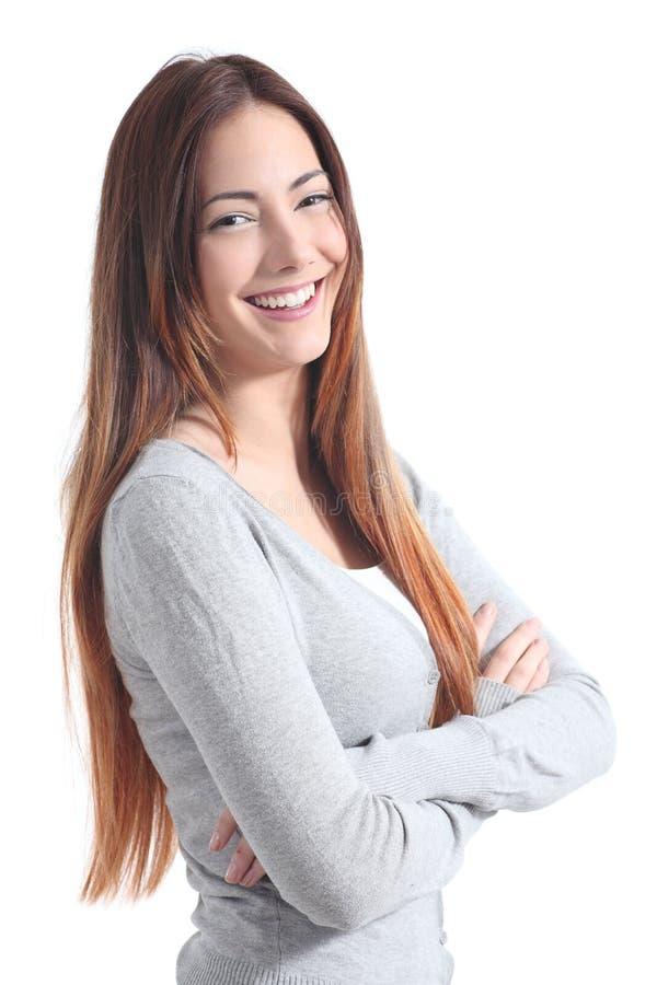 Adolescente grazioso che posa sorridere con le armi piegate fotografie stock libere da diritti