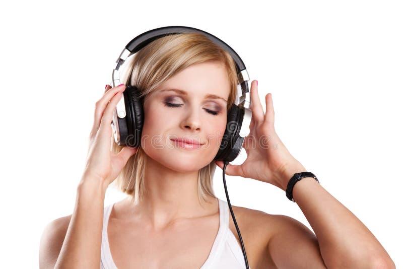 Adolescente heureuse dans des écouteurs image stock