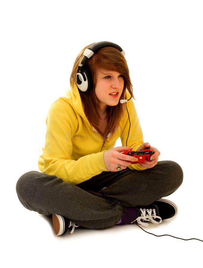 Adolescente jouant le jeu vidéo images stock