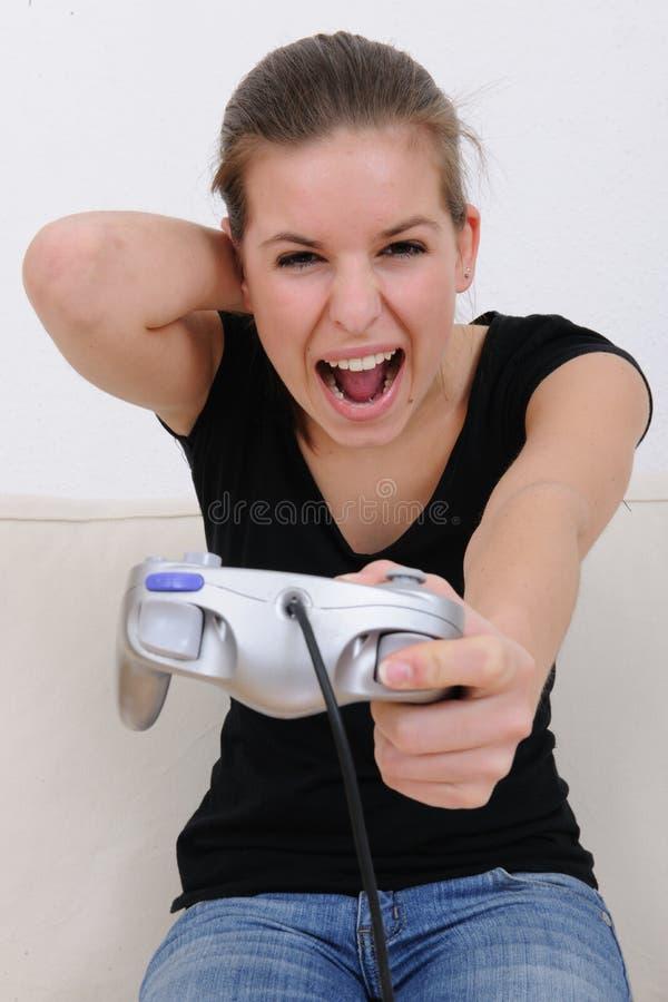 Adolescente jouant le playstation photographie stock libre de droits