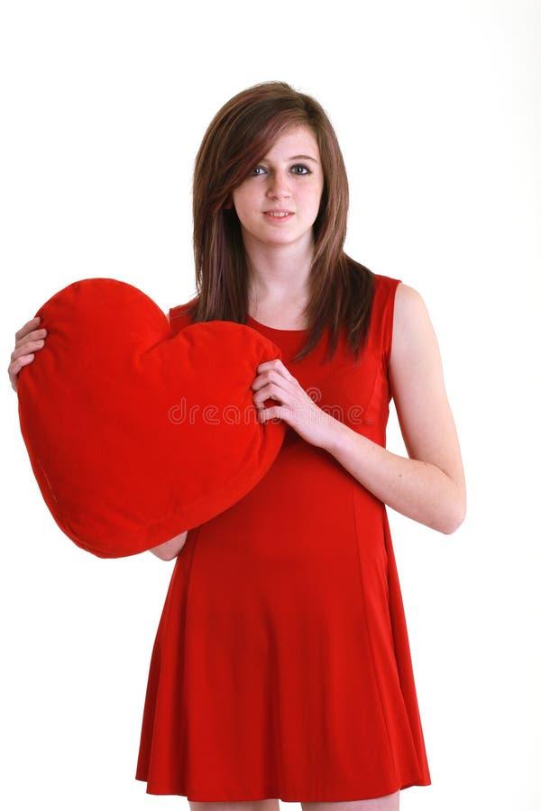 Adolescente joven con el corazón rojo fotos de archivo libres de regalías