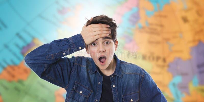 Adolescente joven con una expresi?n de la sorpresa imagen de archivo libre de regalías