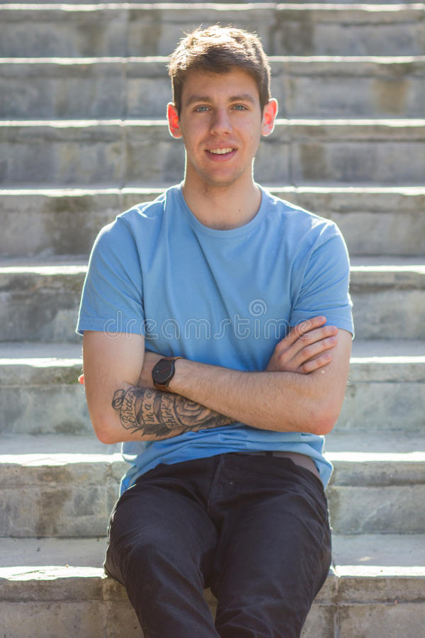 Adolescente masculino considerável braço tattooed imagem de stock royalty free