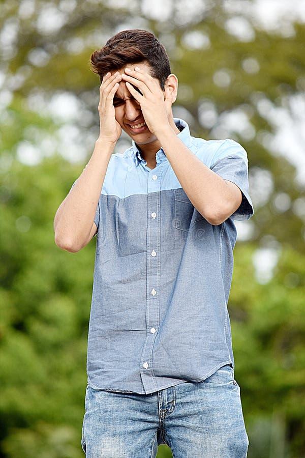 Adolescente masculino triste imagen de archivo libre de regalías