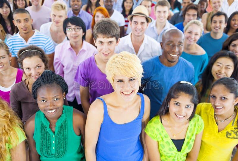 Adolescente Multi-étnico que olha acima foto de stock royalty free