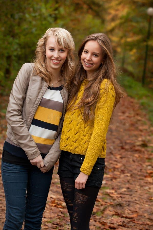 Adolescente na floresta fotografia de stock royalty free