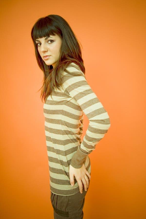 Adolescente na roupa ocasional foto de stock