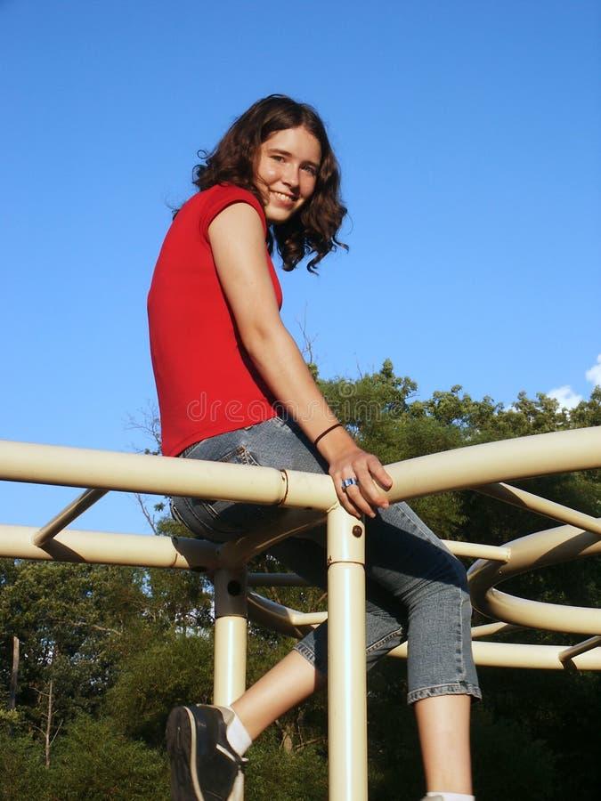 Adolescente na selva-ginástica imagens de stock