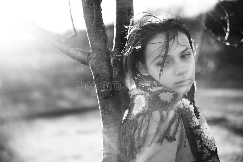 Adolescente no campo fotografia de stock