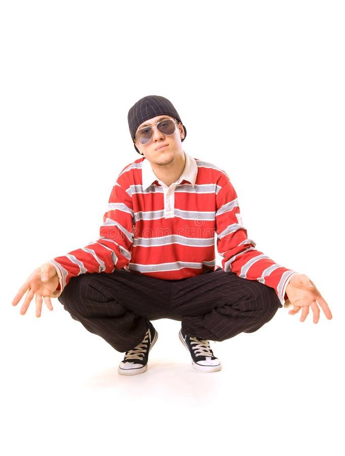 Adolescente nos óculos de sol que sentam-se no assoalho foto de stock
