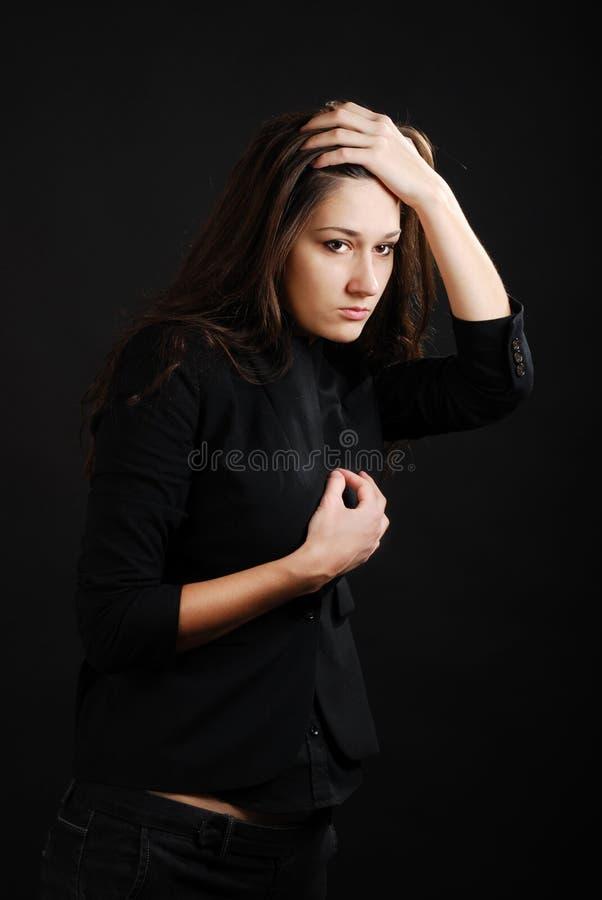 Adolescente observador na escuridão. imagem de stock royalty free
