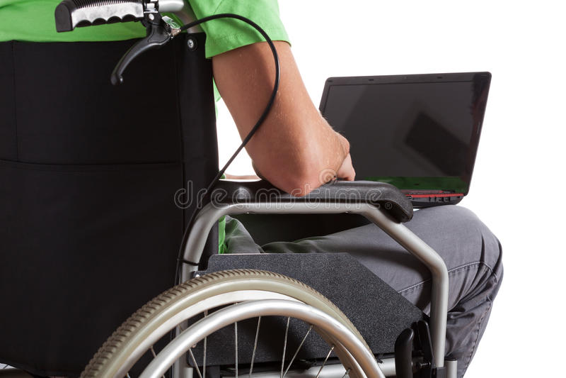 Adolescente paralizzato con il computer portatile immagine stock libera da diritti