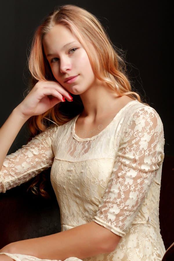 Adolescente, photo de studio image libre de droits