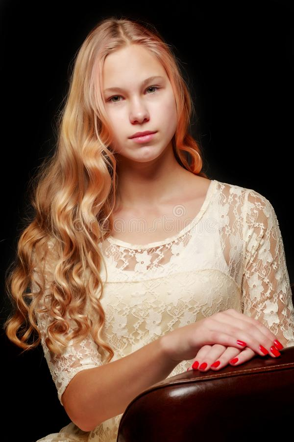 Adolescente, photo de studio image stock