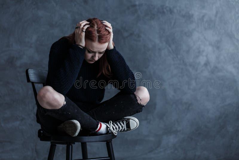 Adolescente preocupado com uma dor de cabeça imagem de stock royalty free