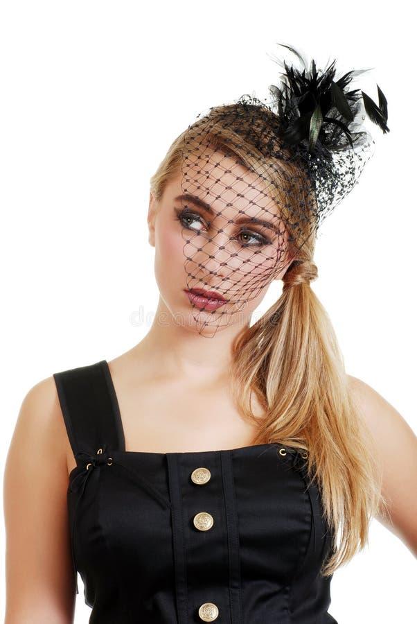 Adolescente que desgasta un velo y una alineada negros fotos de archivo