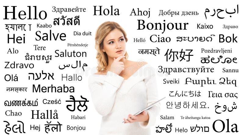 Adolescente que estuda línguas de mundo diferentes foto de stock