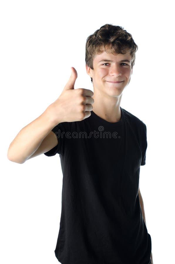 Adolescente que hace el pulgar encima de la muestra como MUY BIEN foto de archivo libre de regalías
