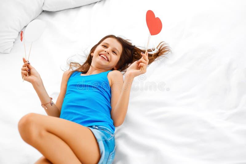 Adolescente que sonha sobre o amor fotos de stock
