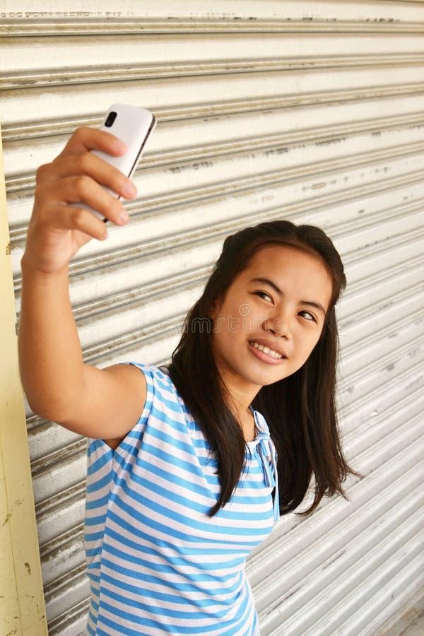 Adolescente que toma Selfie fotos de stock royalty free