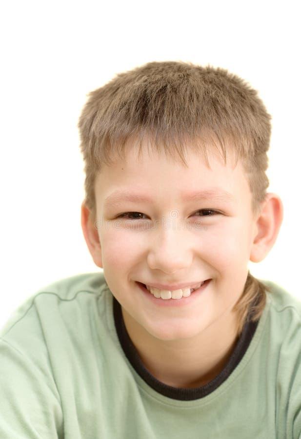 Adolescente sorridente. Isolato su bianco immagine stock